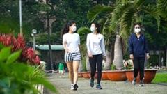 Dân Sài Gòn nôn nóng, 4h sáng tập thể dục ngày đầu 'bình thường mới'