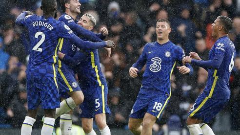 Southampton gục ngã vì thẻ đỏ, Chelsea lên ngôi đầu Ngoại hạng