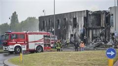 Kinh hoàng máy bay lao vào tòa nhà, 8 người thiệt mạng