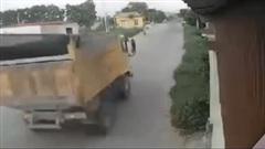Khoảnh khắc ô tô va chạm kinh hoàng khiến YouTuber nổi tiếng Nam Ok và 2 người khác tử vong