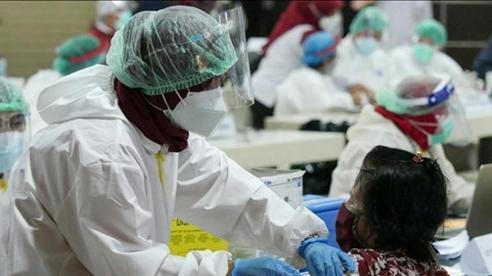 Indonesia giảm thời gian cách ly người nhập cảnh, Brazil vượt mốc buồn Covid-19