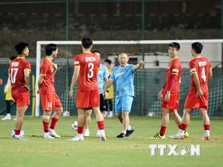 Đội tuyển Việt Nam tập buổi đầu tiên chuẩn bị cho trận gặp tuyển Oman