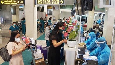 Hà Nội: Người bay về từ TP.HCM, Đà Nẵng ký cam kết theo dõi sức khỏe tại nhà