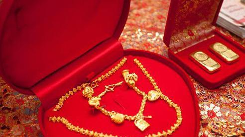 Nhà chồng tuyên bố tặng 10 cây vàng nhưng ra điều kiện cô dâu 'đi cửa sau', một tiếng đập bàn và lời tuyên bố từ nhà gái khiến ai cũng giật mình!