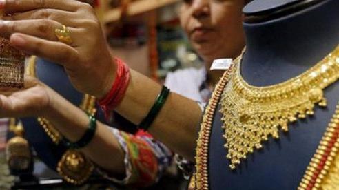 Người Ấn Độ bán tháo vàng để trang trải cuộc sống