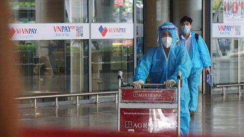 Phát hiện F0 trên chuyến bay hồi hương, Đà Nẵng cách ly tập trung người cùng khoang
