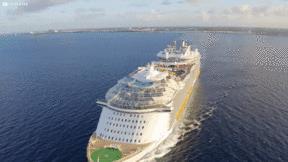 Choáng ngợp công nghệ trên tàu du lịch lớn nhất thế giới, gấp 5 lần Titanic