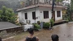 Khoảnh khắc ngôi nhà bị nước lũ 'nuốt chửng' và cuốn trôi trong nháy mắt