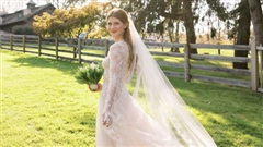 Hai chiếc váy cưới được thiết kế riêng của ái nữ Bill Gates: Đơn giản nhưng dễ khiến người 'say đắm' từ cái nhìn đầu tiên