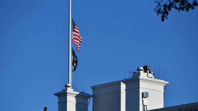 Mỹ treo cờ rủ tưởng nhớ cựu Ngoại trưởng Colin Powell