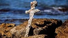 Cận cảnh thanh kiếm cổ 900 tuổi nằm dưới đại dương của quân Thập Tự Chinh