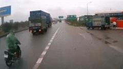 Xe máy phóng nhanh 'bỗng' trượt dài trên đường vì tránh xe tải vượt ẩu