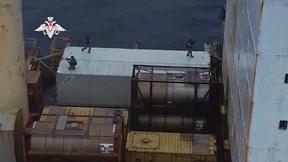 Nghẹt thở xem đặc nhiệm Nga đột kích tàu bị cướp biển bắt giữ
