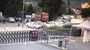Khoảnh khắc xe chở nhiên liệu phát nổ 'như bom' ở Trung Quốc