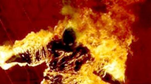Dùng nón bảo hiểm đánh cha ruột tử vong, con trai dựng hiện trường chết cháy