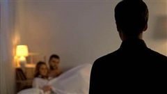 Bắt tại trận vợ và bạn thân nhất ngoại tình, người đàn ông làm điều khiến vợ xấu hổ đến tận cùng