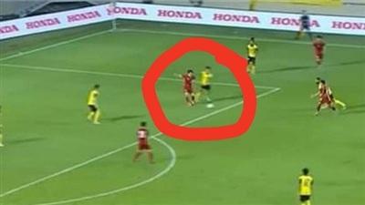 Cầu thủ Văn Toàn lên tiếng khi người hâm mộ liên tục gọi tên Toàn 'lươn' sau cú ngã mang về quả phạt đền cho tuyển Việt Nam