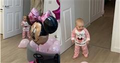 Phản ứng bất ngờ của cô bé 1 tuổi khi nhìn thấy 'căn phòng sinh nhật'