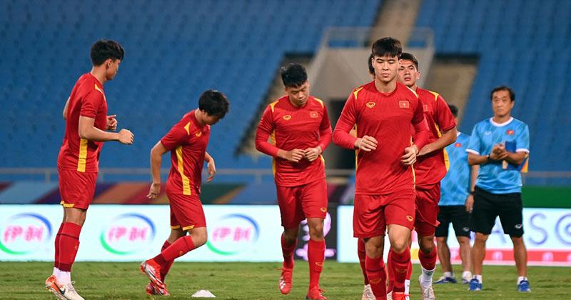 Duy Mạnh bất ngờ có mặt trong buổi tập kín của đội tuyển Việt Nam trước giờ G