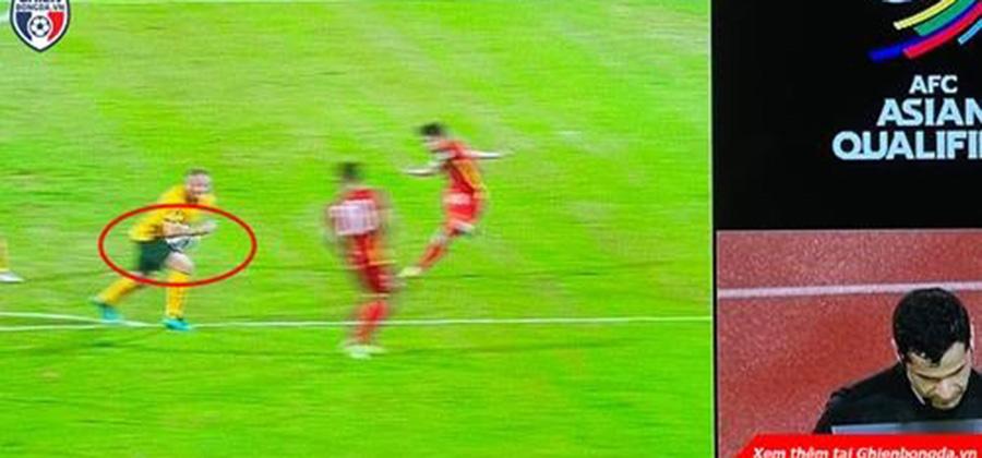 Trọng tài chính khiến Việt Nam mất quả pen, fans Việt bất bình phản ứng vì đội tuyển 'bị xử ép ngay trên sân nhà'
