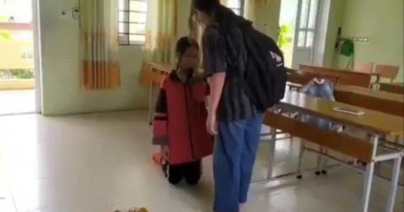 Nữ sinh bị bạn tát, bắt quỳ gối do... nói xấu nhau