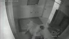 Xôn xao clip bắt quả tang vợ ngoại tình tại nhà nghỉ, chồng mở cửa xông vào đâm vợ hơn 30 nhát?