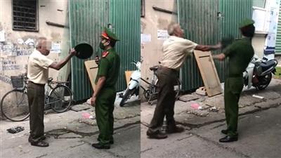 Clip: Được nhắc nhở đeo khẩu trang, cụ ông cầm mũ cối đánh vào đầu lực lượng chức năng ở Hà Nội