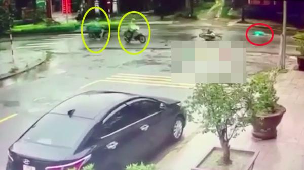 Clip: Nhiều người dân thờ ơ khi thấy nạn nhân nằm bất động sau tai nạn giao thông ở Huế