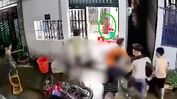 Vụ gã đàn ông xông vào nhà sát hại dã man đôi vợ chồng ở Hóc Môn: Một nạn nhân may mắn thoát chết ngay tại hiện trường