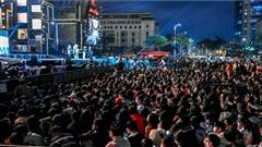 Trời đẹp, hàng nghìn bạn trẻ Đà Nẵng đổ ra đường từ sớm chào đón năm mới 2021
