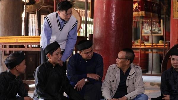 Tự Long và mẹ dẫn MC Lại Văn Sâm - S.T Sơn Thạch đi nghe quan họ Bắc Ninh