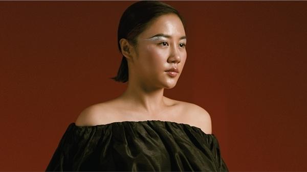 Sau 8 năm, Văn Mai Hương đã chịu ra mắt album phòng thu thứ ba trong sự nghiệp