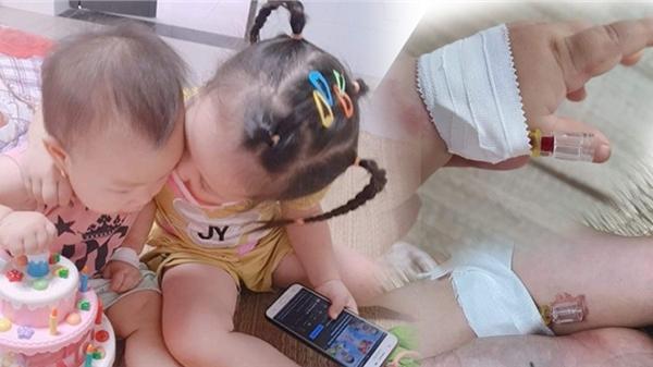 Hình ảnh 2 bé gái F0 vui chơi cùng nhau trong khu điều trị COVID-19 gây xúc động