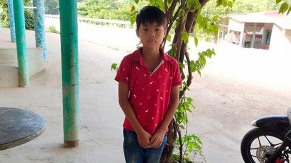 Bé trai 12 tuổi cứu sống thanh niên 22 tuổi khỏi đuối nước