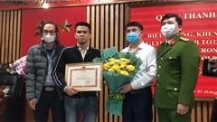 Nguyễn Ngọc Mạnh đi nhận khen thưởng tại Công an Quận Thanh Xuân