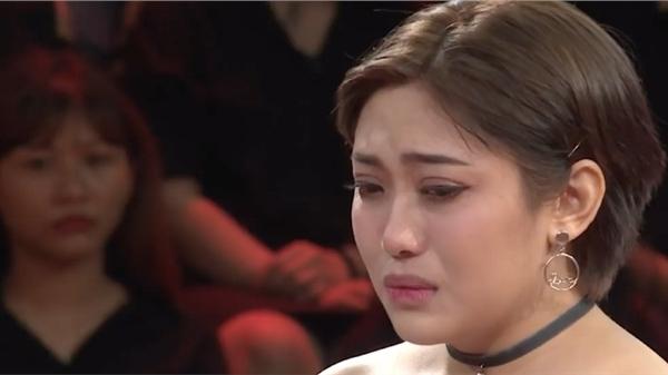 Trước khi ly hôn, Minh Trang từng khóc nấc trên truyền hình trách Vinh Râu không công nhận sự quan tâm của cô