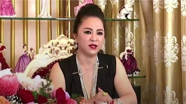 Bà Phương Hằng tiết lộ lý do khóc nức nở ở livestream trước, chuyện gì nghiêm trọng đến nỗi sẵn sàng ly hôn?