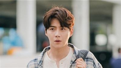 Trước khi dính 'phốt' ép bạn gái phá thai, Kim Seon Ho từng 'gây bão' vì quỳ gối hơn 3 tiếng níu kéo người yêu bội bạc