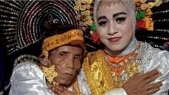 Bị bà mẹ từ chối lời cầu hôn vì già và xấu, ông lão U60 cưới luôn cô con gái 19 tuổi