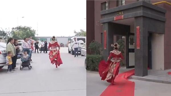 Clip: Cô dâu chạy như bay, tránh được màn náo hôn của hội phù rể