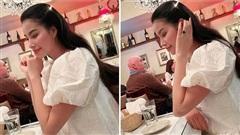 Hoa hậu Phạm Hương khoe khéo nhẫn kim cương khổng lồ