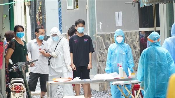 Người dân ẩu đả với nhân viên y tế lấy mẫu xét nghiệm Covid-19