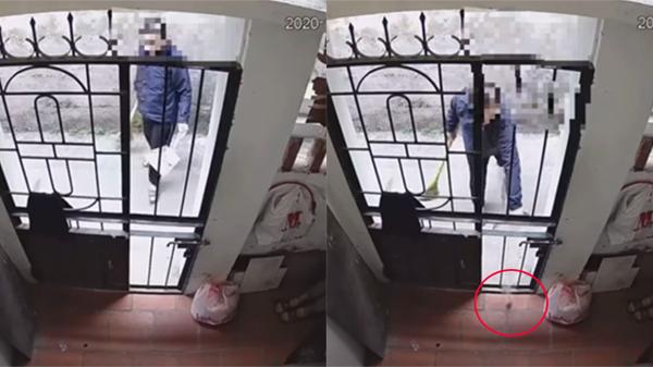 Nghi ngờ có người vứt phân chó vào sân, chủ nhà lắp camera làm sáng tỏ hành động bấy lâu nay của hàng xóm
